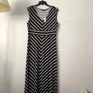 Apt. 9 Kohl's NWT, SZ L B/W Striped Maxi Dress